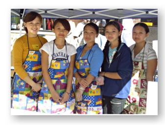 Hmong Americans at a street fair © JeffLindsay.com