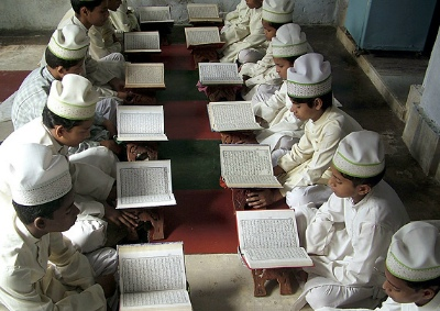 Boys reading the Koran in Mathura, India © K.K. Arora/Reuters