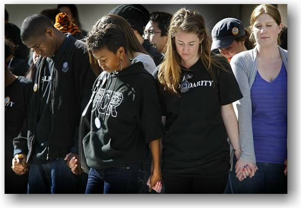 Students protesting peacefully at UCSD © Don Bartletti/Los Angeles Times
