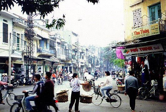 Street life in Hanoi © Asian-Nation/C.N. Le