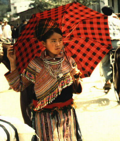 Hmong Woman in Sa Pa © Asian-Nation/C.N. Le